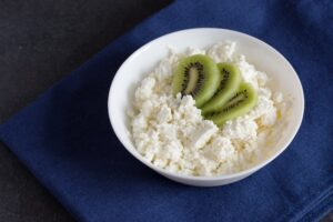Kiwi and Cottage Cheese Bedtime Snack for Better Sleep